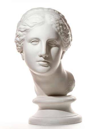 Copie de gypse de l'ancienne statue tête de Vénus isolée sur fond blanc. Visage de femme sculpture en plâtre.