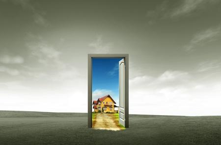 porta aperta: Porta aperta sul prato verde per il concetto di ambiente e idea