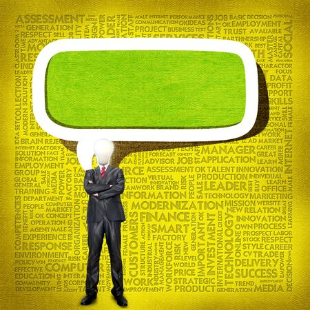 definicion: Hombre de negocios y la cabeza bombilla con nube de Word para el concepto de negocio Foto de archivo