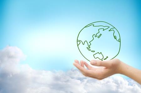 reciclar: Las manos y la Tierra. S�mbolo de la protecci�n del medio ambiente