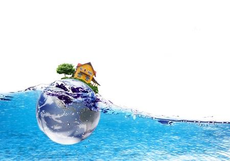 La Tierra y la casa cae profundamente bajo el agua con un splash.Elements de esta imagen proporcionada por la NASA