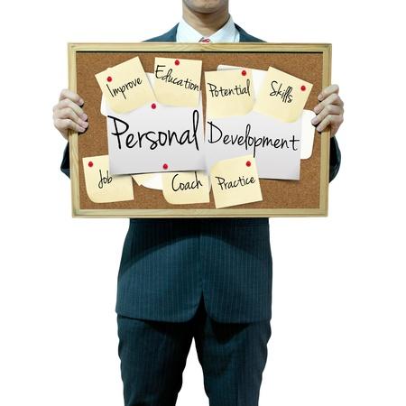 persoonlijke groei: Zakenman bedrijf bord op de achtergrond, persoonlijke ontwikkeling concept