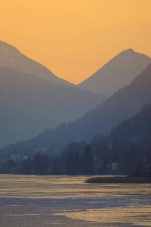 Sonnenuntergang in den Bergen in Österreich