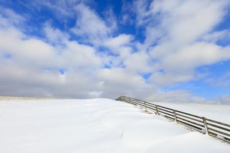tortillera: Nieve fresca en un dique en invierno