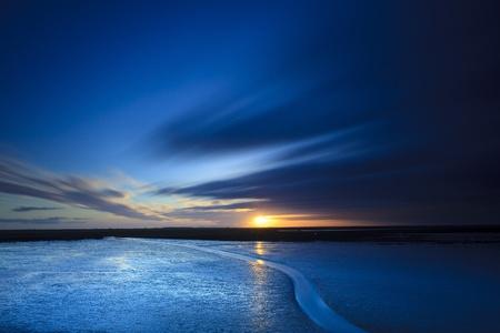 noche: Puesta de sol en la playa Foto de archivo