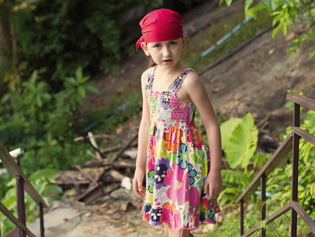 bandana girl: Portrait de petite fille �motive caucasien, un bandana Banque d'images