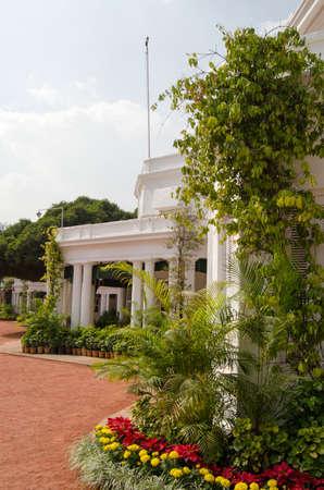 president???s: Il giardino anteriore e la facciata della Rashtrapati Nilayam, il presidente s House, a Hyderabad, India Presidente dell'India s soggiorni in questo palazzo per visitare il sud del paese