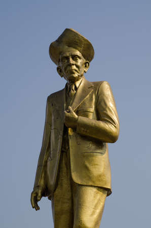 eminent: Gold coloured statue of the eminent civil engineer Mokshagundam Visvesvaraya  1860 - 1962    Monument in the centre of Hyderabad, Andhra Pradesh