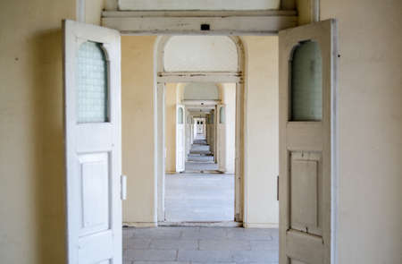 diminishing: Lots of open doors showing a diminishing perspective of a corridor   Chowmahalla Palace, Hyderabad, India