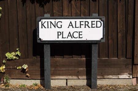 rey medieval: Muestra de camino por una de las muchas calles llevan el nombre del medieval rey Alfredo el Grande en Winchester, Inglaterra