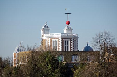 Blick auf einen Teil der historischen Royal Observatory in Greenwich, London Dieses Stuart Gebäude kreuzt den Greenwich-Meridian Standard-Bild - 23003894