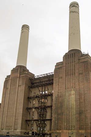disused: Vista del lado norte de la central el�ctrica de Battersea, Londres ahora en desuso y en ruinas, debido a ser reconstruida en pisos Foto de archivo