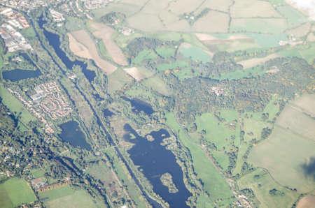 enfield: Vista da un aereo delle riserve idriche Lee Valley a Enfield, a nord di Londra