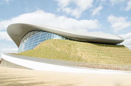 piscina olimpica: Vista del Centro Acu�tico construido en Stratford para los Juegos Ol�mpicos de Londres ahora una piscina p�blica a cargo de Newham Borough Council