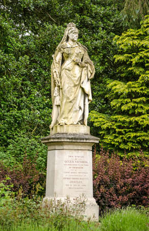 queen victoria: Statue of the late Queen Victoria on public display over 100 years in Abbey Gardens, Abingdon, Oxfordshire