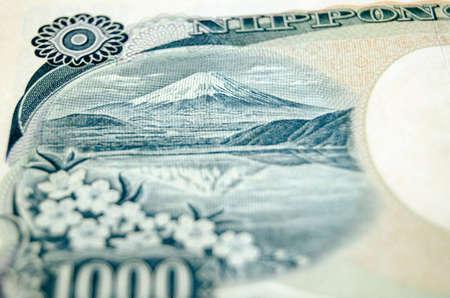 撮影角度で逆に使用される紙幣の日本ランドマーク富士山と 1000年円紙幣の詳細