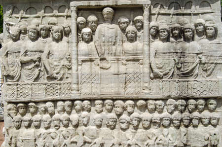 friso: Stone frieze sculpture of the Byzantine Emperor Theodosius showing him in a crowd watching a race at the hippodrome in Istanbul, Turkey. Foto de archivo
