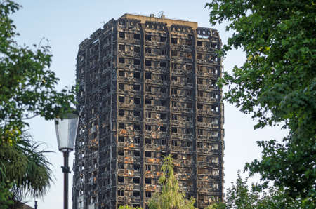 Charred remains of the Grenfell Tower block of council flats in which at least 80 people are feared to have died in a fire, Kensington, West London. 免版税图像 - 81515494