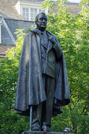 Memorial statue of President Franklin D. Roosevelt on a high plinth in the elegant Grosvenor Square, Mayfair, London.  On public display since 1948.