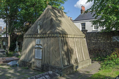 LONDON, UK - SEPTEMBER 20, 2015: Tent shaped tomb of the renowned Victorian explorer Sir Richard Burton in the churchyard of St Mary Magdalen Roman Catholic Church in Mortlake, West London.  Constructed 1890. Standard-Bild - 119635902