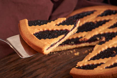 delicious and delicious home-made pastries. piece of cake with blueberry Imagens