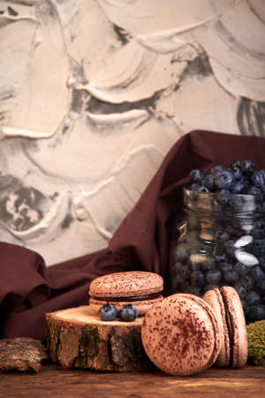 delicious dessert for coffee. chocolate sweet macaroni with blueberry berries. Imagens