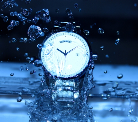 Watch Under Water Drops photo