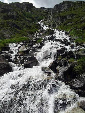 Een Zwitserse bergrivier