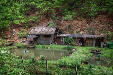 Old wooden house in the Elbe Sandstone Mountains Reklamní fotografie