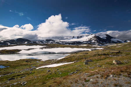 jotunheimen national park: Snow and lake in Jotunheimen National Park