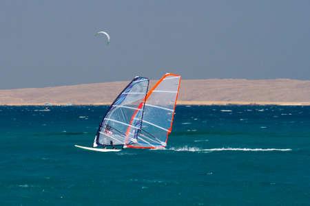 windsurf: Tandem Windsurf en Egipto, Hurghada. Foto de archivo