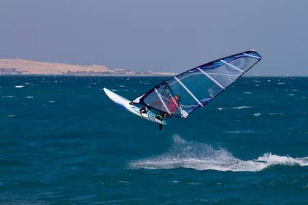 windsurf: Windsurf salto en Egipto, Hurghada.