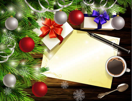 Kerstmis Nieuwjaar ontwerp lichte houten achtergrond met kerstboom en zilveren en rode ballen en zoeklijst koffie theelepel geschenkdozen en pen