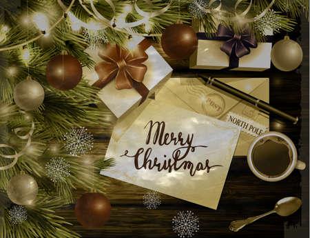 Kerstmis Nieuwjaar ontwerp lichte houten achtergrond met kerstboom en zilveren en rode ballen en zoeklijst koffie theelepel geschenkdozen envelop voor santa en pen en handgeschreven Merry Christmas in oude foto stijl.