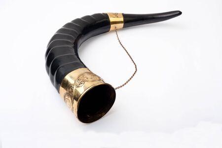 bocinas: Cuerno con ornamentaci�n y cadena