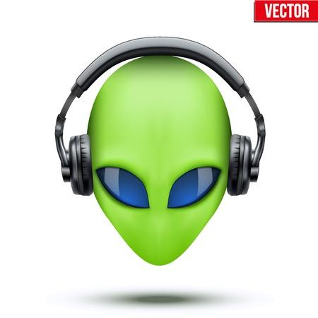 ヘッドフォンでエイリアン グリーンの頭。白い背景で隔離されたベクトルのイラスト。