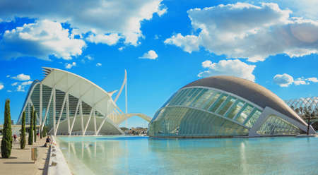 Ciudad de las Artes y las Ciencias de Valencia en día soleado Foto de archivo