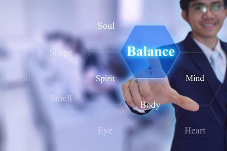 ser humano: concepto de equilibrio tocado por un hombre de negocios en la pantalla virtual Foto de archivo