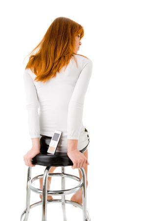 donna seduta sedia: Donna seduta sedia di un bar con il cellulare