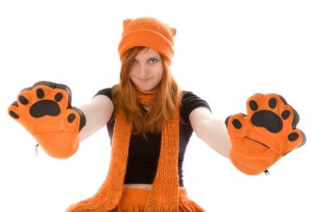 red haired girl: Ragazza dai capelli rossa in arancia cappello, sciarpa e mezzoguanti