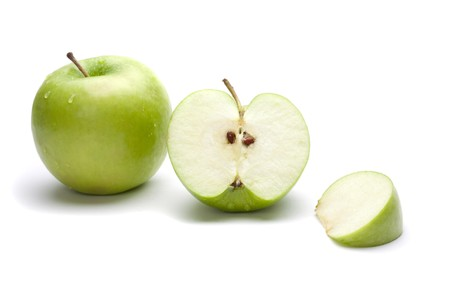 uncut: Immagine di una mela non circoncisi e una mela tritata