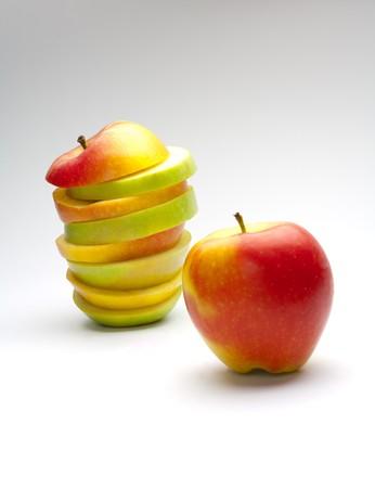 uncut: Immagine di mele tagliate e uncue