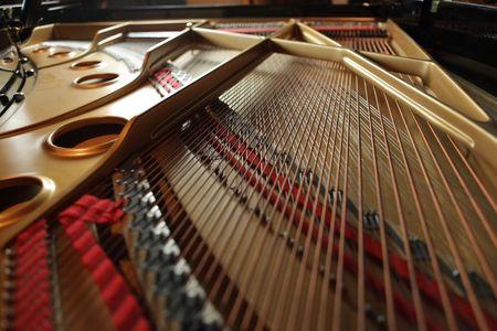 piano de cola: Claves dentro de un piano de cola