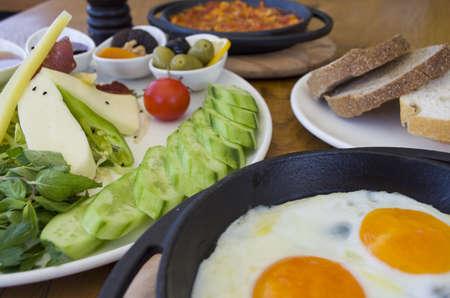 Turkse ontbijttafel