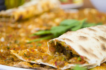 turkish specialty pizza lahmacun pide with parsley, salads Imagens