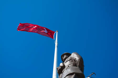 Canakkale,Turkey - August.10, 2018 : Ataturk Statue and Turkish Flag in Conk Bayiri, Gallipoli. Editoriali