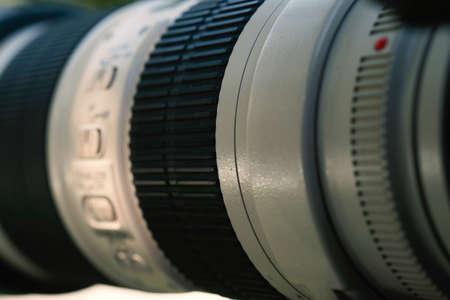 Lente de la cámara sobre fondo claro
