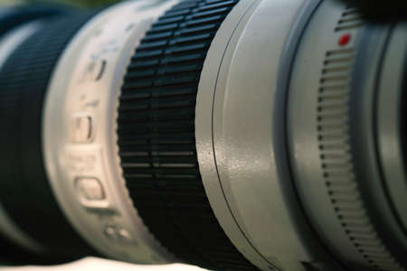 Obiettivo della fotocamera su sfondo chiaro
