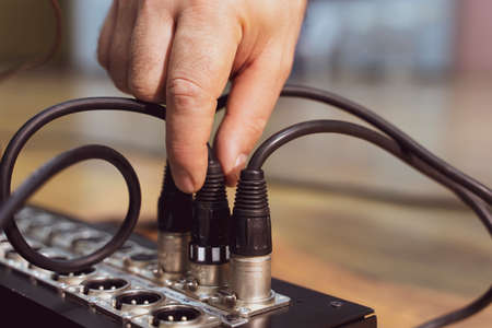 Hand push xlr connector to the analog mixer before recording