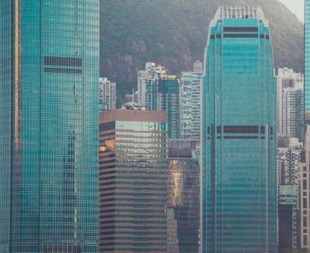 Wolkenkrabber-gebouw en uitzicht op de lucht Stockfoto